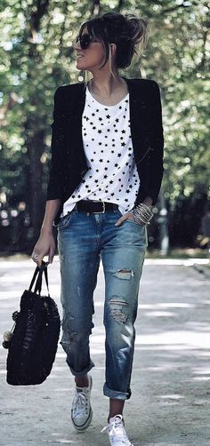 40 Trendy Outfit Ideas You Should Own This Fall - Shirt Casuals - Ideas of Shirt Casual - Black cardigan white t-shirt with black printed design boyfriend jeans white tennies black handbag & belt Mode Outfits, Fashion Outfits, Womens Fashion, Fashion Trends, Jean Outfits, Dress Fashion, Fashion Hacks, Jeans Fashion, Fashion Boots