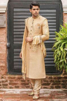 Sherwani is undoubtedly the most popular choice when it comes to selecting a wedding wear for men. Manyavar brings to you the latest sherwani design collection. Choose from elegant styles and colors that are sure to impress. Sherwani For Men Wedding, Wedding Dresses Men Indian, Groom Wedding Dress, Sherwani Groom, Wedding Men, Mens Sherwani, Wedding Ideas, Wedding Outfits, Indian Weddings