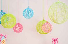 Yarn Balls | 20 Dorm Room Decor DIYs