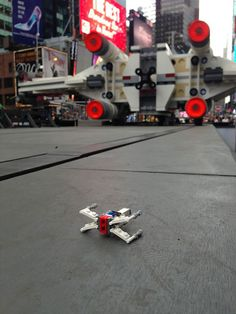 lego-star-wars-x-wing-largest-lego-sculpture-ever-1 http://www.rungmasti.com/worlds-largest-lego-model-is-a-5-3m-piece-x-wing/