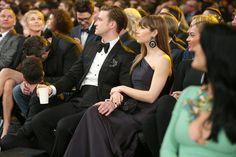 Adam Levine sitting on the floor next to Blake Shelton @ 2013 Grammy's