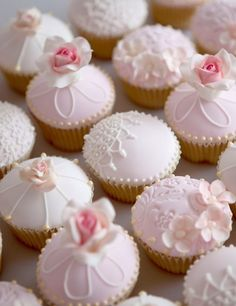 15 Wedding Cupcakes That Outdo Traditional Wedding Cakes Fancy Cupcakes, Valentine Day Cupcakes, Pretty Cupcakes, Beautiful Cupcakes, Wedding Cakes With Cupcakes, Fondant Cupcakes, Cupcake Cookies, Heart Cupcakes, Sweet Cupcakes
