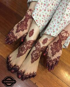 Matching hand and feet henna