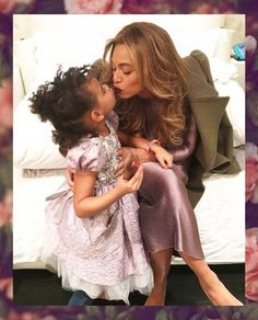 Beyonce and Blue Ivy look adorable in new photo Beyonce E Jay Z, Beyonce Knowles Carter, Beyonce Style, Beyonce Singer, Beyonce Shoes, Beyonce Coachella, Beyonce Fans, Blue Ivy Carter, Destiny's Child