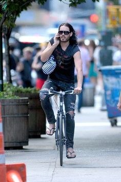 Russell Brand Fashion and Style - Russell Brand Dress, Clothes, Hairstyle - Page 2