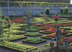 *France* Virtual Tour of the Gardens of Villandry offers a different look at Villandry. Explore the estate in detail and access original documentary resources and multimedia content. Choose the first step of your journey.