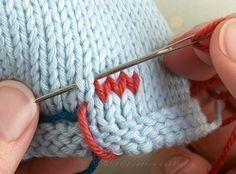 knitting techniques Duplicate stitch (also known as Swiss darning) is a useful technique for adding a surface design onto an already knitted piece Knitting Help, Loom Knitting, Knitting Stitches, Hand Knitting, Double Knitting, Knitting Patterns, Crochet Patterns, Lace Patterns, Stitch Patterns