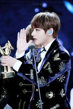 V BTS - Golden Disc Awards