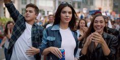 Apenas hace un mes, Kendall Jenner apareció en un anuncio de Pepsi que generó tantas críticas que tuvo que ser retirado.