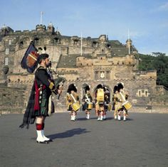 """12 """"Must-See"""" Places in the United Kingdom: Edinburgh Castle"""
