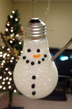 These Lightbulb Snowman Ornaments are so adorable! Add a top hat for a cute touch. These DIY Christmas ornaments are so clever! kids christmas, christmas crafts, snowman ornaments, lightbulb ornaments, decoration crafts, lightbulb snowman, top hats, light bulb, diy christmas ornaments