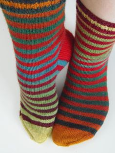 Lankaterapiaa: Liukuma - Zauberball stripes Knitting Socks, Handicraft, Stripes, Crochet, Inspiration, Fashion, Knits, Stockings, Knit Socks