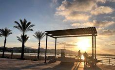 En #Ibiza siempre hay alguien que se para a contemplar el #atardecer In #Ibiza you always find someone looking at the #sunset #Eivissa