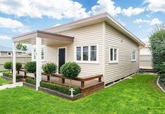 สร้างบ้านน่าอยู่ ขนาด 120 ตร.ม. เพื่อครอบครัวที่รัก «  บ้านไอเดีย แบบบ้าน ตกแต่งบ้าน เว็บไซต์เพื่อบ้านคุณ Thai House, Australian Architecture, House Front Design, Box Houses, Modern Loft, Little Houses, Sustainable Living, House Plans, Home And Garden