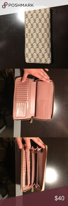Michael kors wallet Used wallet! Just a little scuff mark on the inside. Michael Kors Bags Wallets