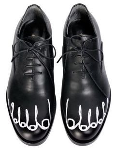 Google Image Result for http://3.bp.blogspot.com/-Fk_0km0v5XI/TV0t5TGLoDI/AAAAAAAAAXI/RwdIWSnKgBw/s640/comme-des-garcons-shoes21.jpg