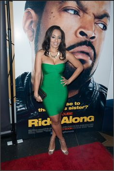 Melyssa Ford wearing Textured Disc Necklace Gold from Prima donna