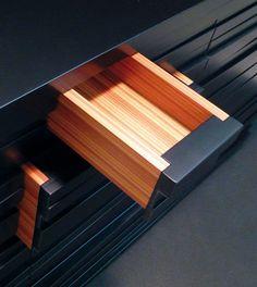 commode barre noire - black - pink wood - details - furniture