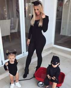 💝👨👩👧👦👩Tammy and Family 💝 Cute Family, Baby Family, Family Goals, Mom Dad Baby, Tammy Hembrow, Future Mom, Foto Baby, Family Outfits, Baby Halloween
