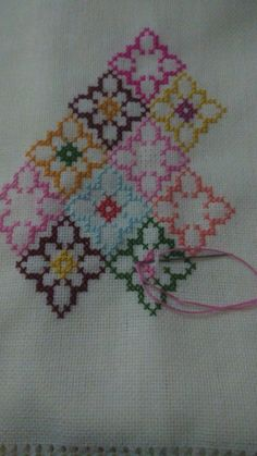 Cross Stitch Embroidery, Embroidery Patterns, Hand Embroidery, Hand Quilting Designs, Thread Jewellery, Running Stitch, Embroidery For Beginners, Cross Stitch Flowers, Silk Thread
