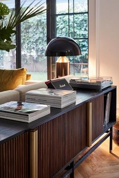 Un appartement contemporain à Istanbul - PLANETE DECO a homes world - Expolore the best and the special ideas about Modern interior design Luxury Home Decor, Luxury Interior, Cheap Home Decor, Luxury Homes, Tree Interior, Futuristic Interior, Home Decoration, Luxury Apartments, Modern Interior Design