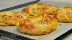 Ιδιαίτερα τυροκουλούρια | Foodaholics Greek Sweets, Greek Desserts, Greek Recipes, Rose Bakery, Kitchen Recipes, Cooking Recipes, The Kitchen Food Network, Greece Food, Mediterranean Recipes