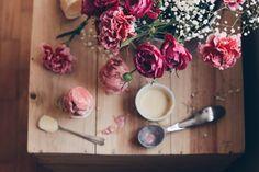 raspberry & white chocolate ice cream | dona da casa! blog - http://tmblr.co/Zk4jHs1u-nc7N