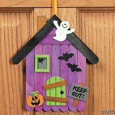 30 Halloween crafts for preschoolers - Aluno On Baby Christmas Crafts, Halloween Arts And Crafts, Halloween Decorations For Kids, Halloween Diy, Popsicle House, Popsicle Stick Crafts, Craft Stick Crafts, Adornos Halloween, Manualidades Halloween