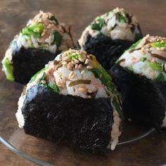 時短も節約も叶う♡これ1つで栄養満点「ボリュームおにぎり」15選 - LOCARI(ロカリ) Japanese Food Sushi, Japanese Street Food, Bento Recipes, Cooking Recipes, Tasty Dishes, Food Dishes, Cute Food, Yummy Food, My Favorite Food