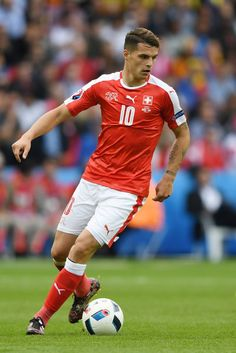 Granit Xhaka Photos - Granit Xhaka of Switzerland in action during the UEFA EURO 2016 Group A match between Romania and Switzerland at Parc des Princes on June 2016 in Paris, France. - Romania v Switzerland - Group A: UEFA Euro 2016 Football Soccer, Football Players, Soccer Ball, Soccer Poses, Granit Xhaka, Uefa Euro 2016, European Championships, Best Games, Romania