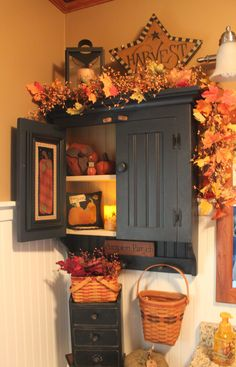 Fall Bathroom Decorating Ideas - DIY Fall Bathroom Decor Decorate For Fall With These Unique DIY Bathroom Decor Ideas – Looking for inspiration and fall bathroom decorating ideas for Thanksgiving or for a fall-themed guest bathroom? Prim Decor, Country Decor, Rustic Decor, Farmhouse Decor, Primitive Decor, Primitive Antiques, Country Homes, Primitive Bedroom, Primitive Homes