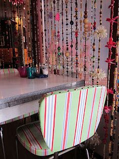 beaded curtains with flowers Cortina Boho, My Ideal Home, Boho Beautiful, Beaded Curtains, Boho Life, Crochet Home, Eclectic Decor, Bohemian Decor, Wind Chimes