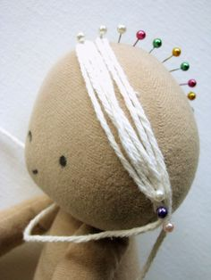 Doll hair method - Whole board of doll hair methods https://www.pinterest.com/anabeldobato/costura-tilda-pelo/