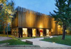 À la fois magasin de détail et galerie d'exposition pour diverses marques internationales de design, ce pavillon a été conçu à l'origine pou...