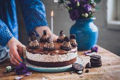 Oreo suklaakakku cookies 'n cream täytteellä Oreo, Cookies, Baking, Cake, Sweet, Desserts, Food, Crack Crackers, Candy