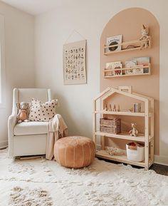 Decoration Inspiration, Nursery Inspiration, Nursery Room, Baby Room, Girl Room, Girls Bedroom, Dollhouse Shelf, Deco Rose, House Shelves