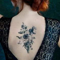 Ready for a decidedly grownup twist on removable body art? You're going to love using real dried flowers to make your own gorgeous temporary tattoos! Make Temporary Tattoo, Custom Temporary Tattoos, Black Bouquet, Wildflower Tattoo, Back Tattoo, Flower Making, Dried Flowers, Body Art, Ideas