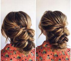 Beautiful updo wedding hairstyle #hairstyle #hair #updo #upstyle #hairstyles #weddinghair #weddinghairstyle #messyupdo #bridalhair