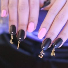 I show you a nail art Inspired by the k-pop group BLACKPINK. I had previously done a video of nails inspired by BTS that it is also one of my favorite. K Pop Nails, Black Nails, My Nails, Nail Piercing, Korean Nail Art, Korean Nails, Simple Nail Designs, Nail Art Designs, Idol Nails