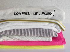"""Pour situer les débutantes, le jersey c'estle tissu avec lequel on confectionne les t-shirt. Il appartient à la famille des """"mailles"""" qui sont en réalité, des textiles tricotés et non tissés.Celles qui font du tricot le savent, le jersey est un point de base avec un côté endroit et un côté envers. Sur l'endroit, on …"""