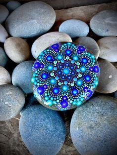 How to Paint Dot Mandalas with Kristin Uhrig online store Seashell Painting, Dot Art Painting, Rock Painting Designs, Mandala Painting, Pebble Painting, Painting Patterns, Pebble Art, Stone Painting, Mandala Art