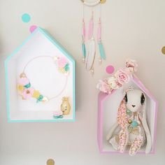These shadow boxes have been transformed with sweet girly hues to match this adorable little girls room. @fee_loves has done an amazing job styling this little girls room. So pretty don't you think?