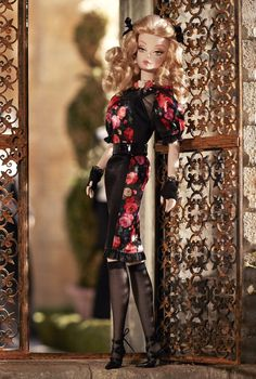 Looking for the Fiorella Barbie Doll? Immerse yourself in Barbie history by visiting the official Barbie Signature Gallery today! Barbie 2014, Barbie I, Barbie World, Barbie Clothes, Fashion Royalty Dolls, Fashion Dolls, Barbie Website, Modelos Fashion, Poppy Parker