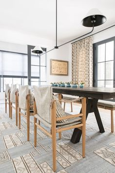 modern farmhouse dining room // light blue and white rug // black metal light fixture // dark stained wood dining room table Farmhouse Dining Room Table, Dining Rooms, Kitchen Banquette, Dining Room Inspiration, Interior Inspiration, Dining Room Lighting, Modern Room, Modern Chairs, Of Wallpaper