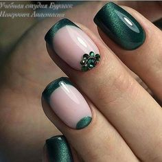 Nail art Christmas - the festive spirit on the nails. Over 70 creative ideas and tutorials - My Nails Green Nail Designs, Nail Polish Designs, Green Nail Art, Green Nails, Holiday Nails, Christmas Nails, Gorgeous Nails, Pretty Nails, Nagellack Trends