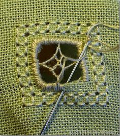 THE SEW THERAPY: PUNTO ANTICO - TUTORIAL 1 Hardanger Embroidery, Cross Stitch Embroidery, Hand Embroidery, Flower Embroidery Designs, Embroidery Patterns, Stitch Patterns, Boro Stitching, Hem Stitch, Drawn Thread