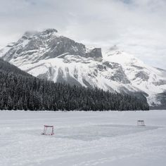 Outdoor Rink - Pond Hockey. Where childhood are complete and best memories are made to last a lifetime! <3