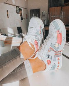 White traditional sneakers, colourful design to personalize your nike footwear, create an authentic pair of footwear Sneakers Fashion, Fashion Shoes, Runway Fashion, Fashion Dresses, Nike Air Shoes, Nike Footwear, Nike Air Jordans, Aesthetic Shoes, Hype Shoes