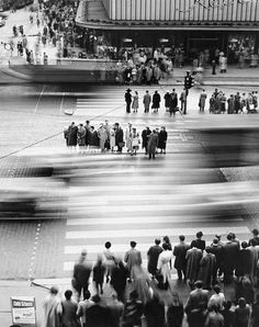 Herbert Dombrowski was a German photographer. Dombrowski was born in Hamburg in 1917 and began to take pictures as a high-school student. Motion Photography, City Photography, Vintage Photography, Urbane Fotografie, Goldscheider, Photo Portrait, Foto Art, Street Photographers, Famous Photographers