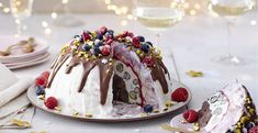 With this delicious dessert you are guaranteed to impress Christmas - With this delicious dessert you are guaranteed to impress Christmas - Easy Smoothie Recipes, Easy Smoothies, New Year's Desserts, Delicious Desserts, Cake Recipes, Snack Recipes, Coconut Milk Smoothie, Homemade Frappuccino, New Year's Food
